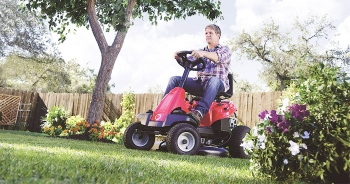 Powerful & Comfortable Riding Lawn Mowers or Tractors of 2020 – Ideal for Larger Yard Areas!